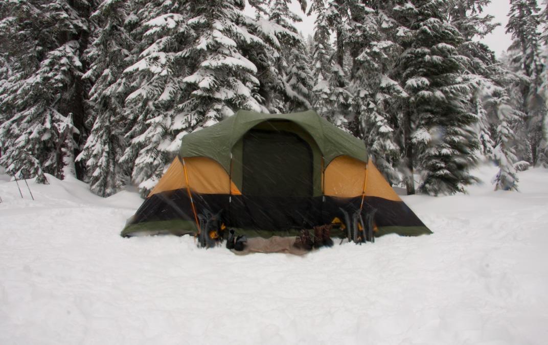 雪上キャンプ、雪山ハイクに行きたい!滑らない足元のための道具!