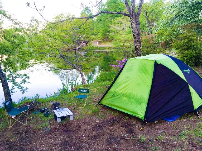 長野県「駒出池キャンプ場」は白樺に囲まれた、雪国感を感じるキャンプ場