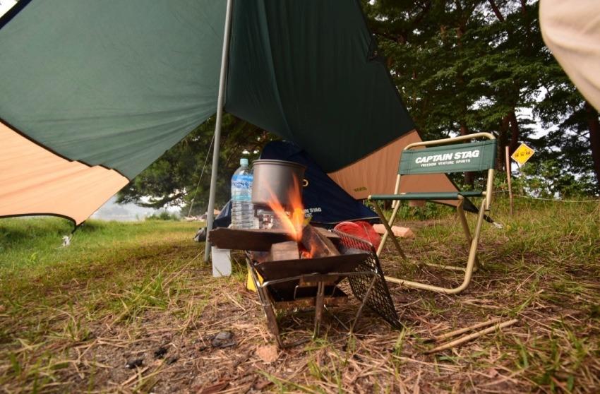 ソロキャンプに「ロゴス(LOGOS) ピラミッドグリル 小型ストーブ」を勧める理由
