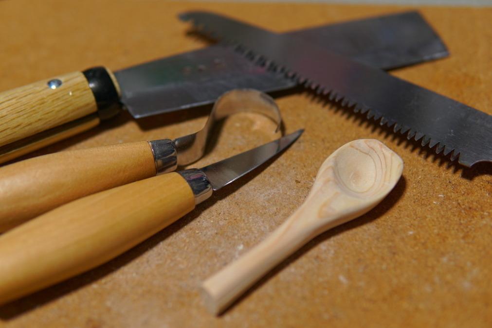 カービングナイフ&フックナイフ+αで薪からスプーン作ってみた!やすり掛けとオイルフィニッシュも!